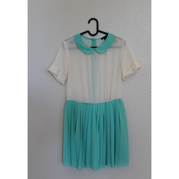 Forever 21 Dresses & Skirts - Forever 21 Pleated Dress w/ Peter Pan Collar